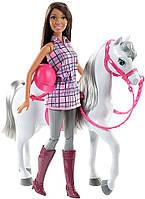 Кукла Барби брюнетка в клетчатой рубашке с лошадью - набор, серия Прогулка верхом, Barbie, Mattel