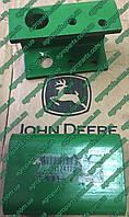 Кронштейн H174170 жатки запчасти John Deere Channel - BRACKET, SHAFT SUPPORT Н174170 Джон Дир