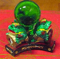 Три жабы с шаром