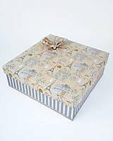 Большая квадратная подарочная коробка для влюбленных ручной работы в сером тоне с принтом Париж