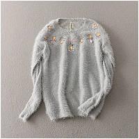 Женский свитер с узорами из цветных камней