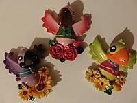 Магнит на холодильник попугай с букетом размер 7,5*6,5