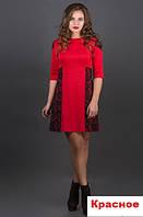 Женское платье с гипюром-красное