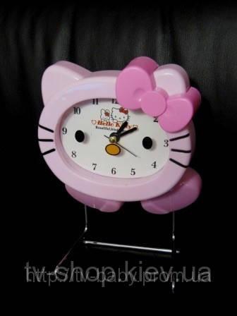 Часы на подставке Китти