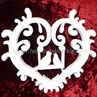 Сердце из пенопласта с голубями