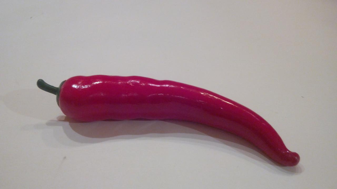 Искусственный овощ перец чили красный.Муляж перца.