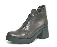 Ботинки на широком каблуке