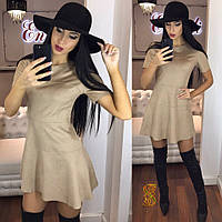 Модное мини-платье из замши с коротким рукавом, беж