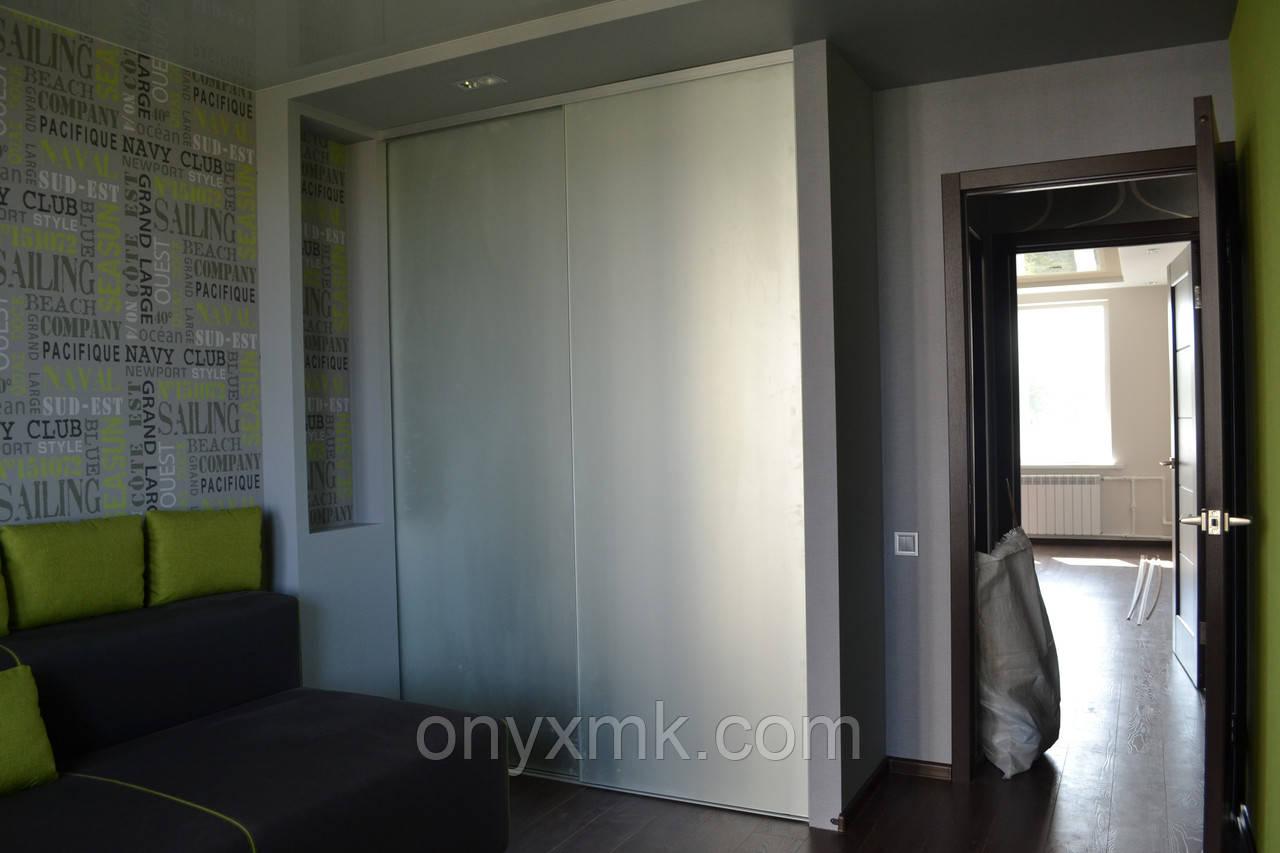 Шкаф-купе в спальню с зеркалом сатин, фото 1