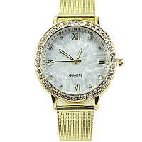 Наручные часы с мелким золотистым браслетом, фото 1