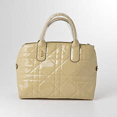 Женская стеганая сумка бежевая лаковая