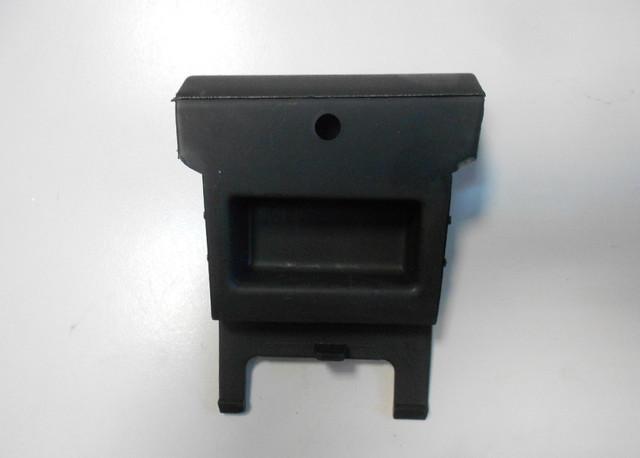 Заглушка правой накладки порога (под домкрат) задняя OPEL ASTRA-G CLASSIC 90561498