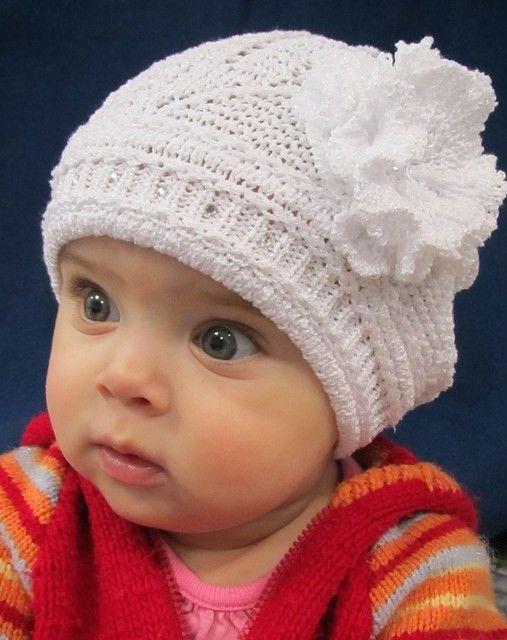 Ажурная тонкая шапка для девочки
