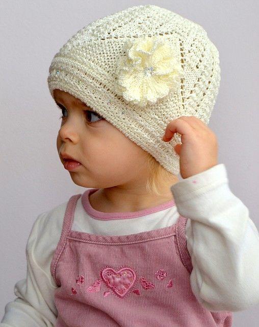 Красивая ажурная тоненькая шапочка для девочки