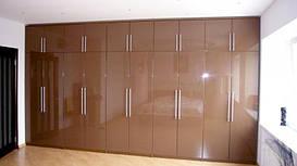 Шкаф распашной с крашенным МДФ фасадом - глянец.