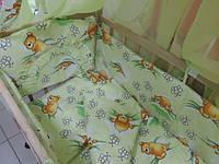 """Защита, мягкие бортики в детскую кроватку """"Мишки с пчелками на сотах"""" зеленая"""