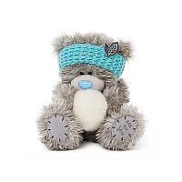 Мишка Тедди в голубой повязке на голове и со снежком