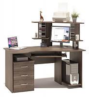 Угловой стол не большого размера с ящиками и надстройками.