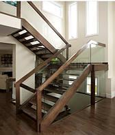 Стекляное ограждение лестницы, современная лестница
