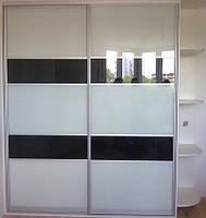 Шкаф-купе с черно-белыми дверьми, фото 1
