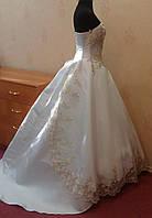 Новое королевское бело-золотое свадебное платье со шлейфом, размер 40-44
