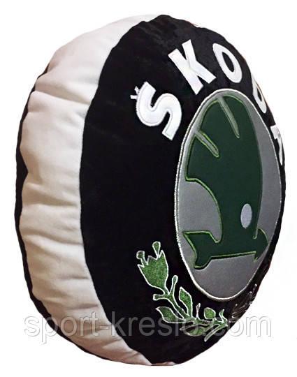 Подушка декоративна кругла в авто в вигляді знака з логотипу Skoda шкода