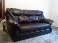 Перетяжка дивана кожзамом.