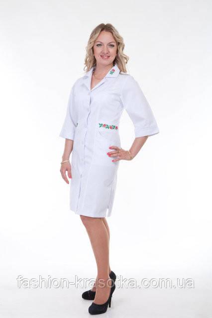 Женский недорогой медицинский халат с вышивкой