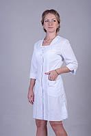 Полуприталенный белый медицинский халат. Размер 40-60