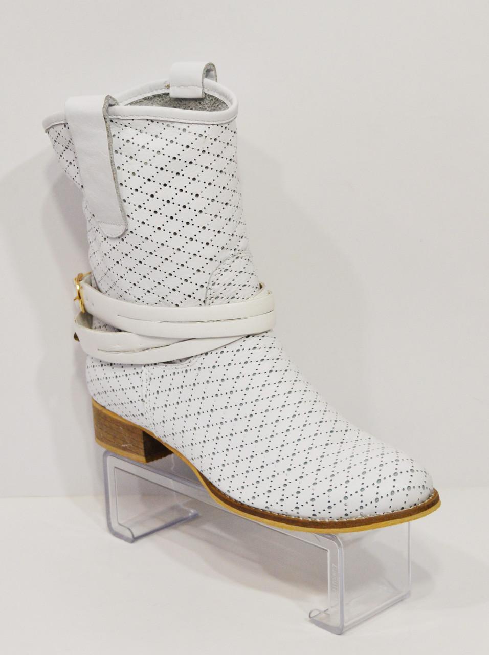 Женские белые ботинки с перфорацией