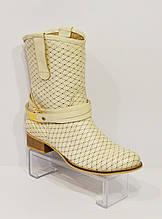 Женские бежевые ботинки с перфорацией