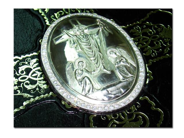 религиозная книга, украшенная серебром