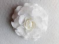 Резинка для волос Белая. Подарок на день рождения, 8- марта.