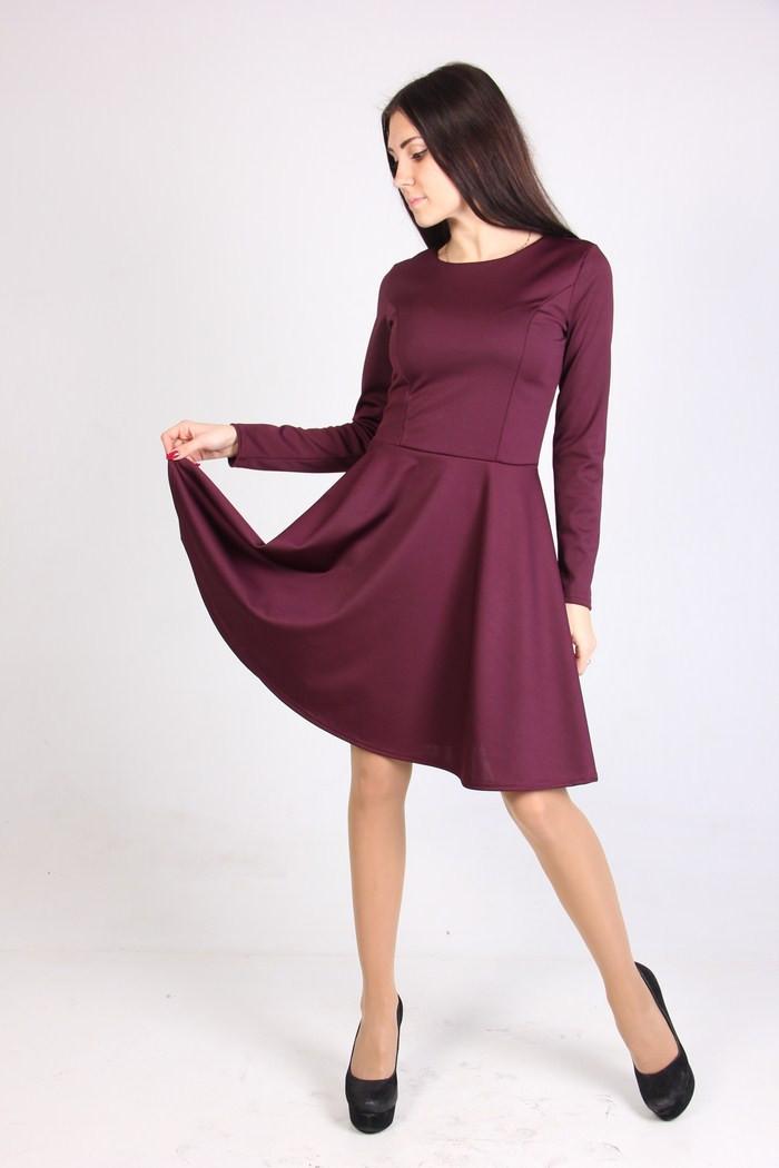 Красивое трикотажное платье разных цветов.
