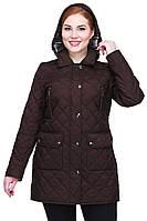 Куртка с капюшоном и декорирована четырьмя карманами