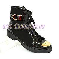 Стильные женские зимние ботинки на шнуровке из натуральной замши и лаковой кожи