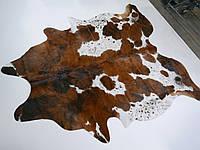 Экзотическая шкура на пол белая с коричневыми крапинками