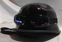 Мотошлем немецкая каска, Der Herr Major+очки, глянец
