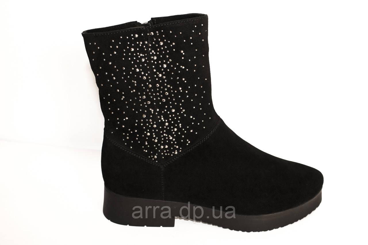 Замшевые ботиночки декорированы камнями Swarovski;