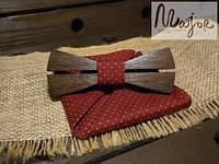 Набор деревянной бабочки с нагрудным платком в бордовый горошек Классик
