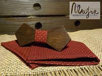 Набор деревянной бабочки с нагрудным платком в бордовый горошек Ретро