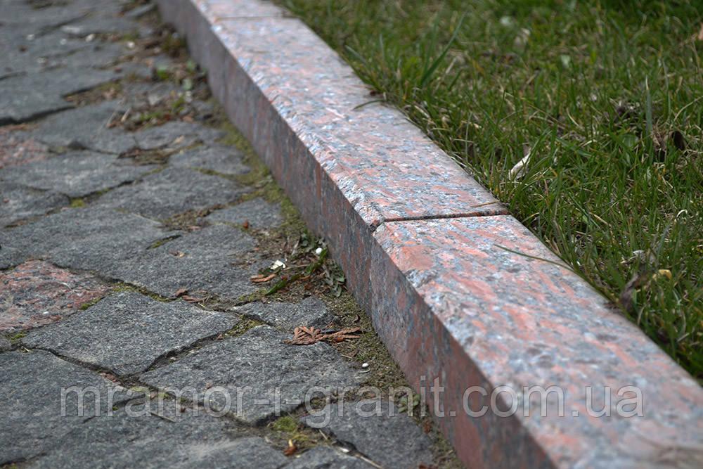 Тротуарный бордюр из красного гранита