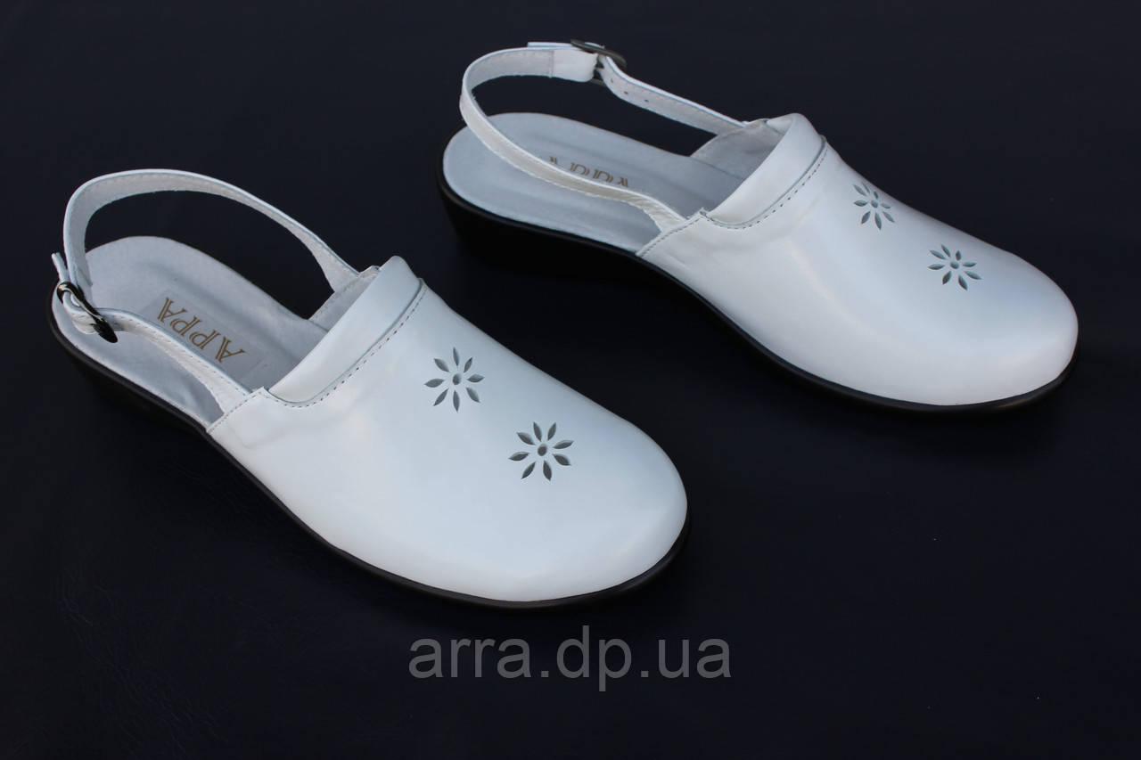 Женские кожаные босоножки с закрытым носком, цвет белый