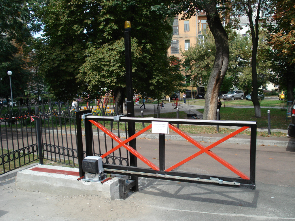 Изготовление и установка нестандартных откатных ворот с автоматикой.