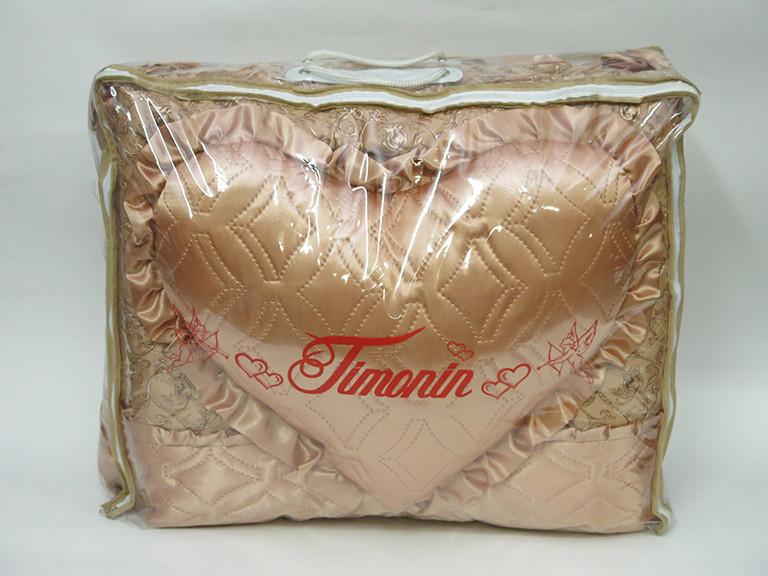 Покривало з декоративними подушками і подушкою сердечком