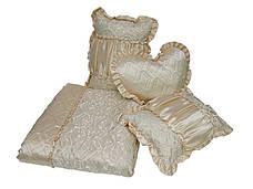 Покривало з декоративними подушками і подушкою сердечком, фото 3