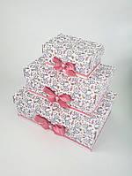 Прямоугольный подарочный комплект коробок ручной работы белого цвета с цветами и велосипедом