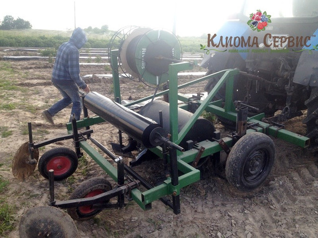 Формирование гребней для посадки малины касетными саженцами