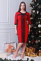 Красное платье с контрастной черной кружевной вставкой