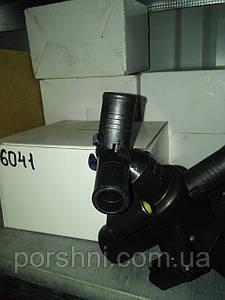 Корпус  термостата  с термост. Транзит  V347 2.4 2006 -- LEAD 8C1Q-8A586-AA. 6041.